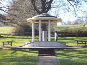 Magna_Carta_Memorial,_Runnymede_-_geograph.org.uk_-_705911